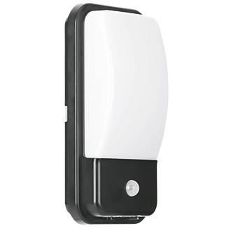 Enlite Utilitex Pir Security Bulkhead Black 880lm 10w Bulkhead Lights Screwfix Com