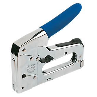 stapler nailer staplers riveters screwfix com