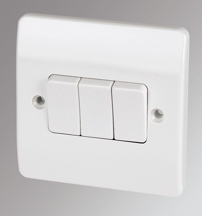 Mk 3 Gang 2 Way Light Switch White Switches Sockets Screwfixcom
