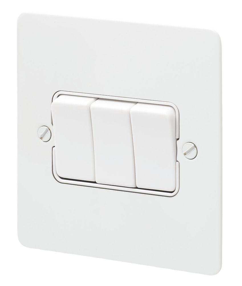 Mk Edge 10ax 3 Gang 2 Way Light Switch White With White Inserts Switches Sockets Screwfix Com