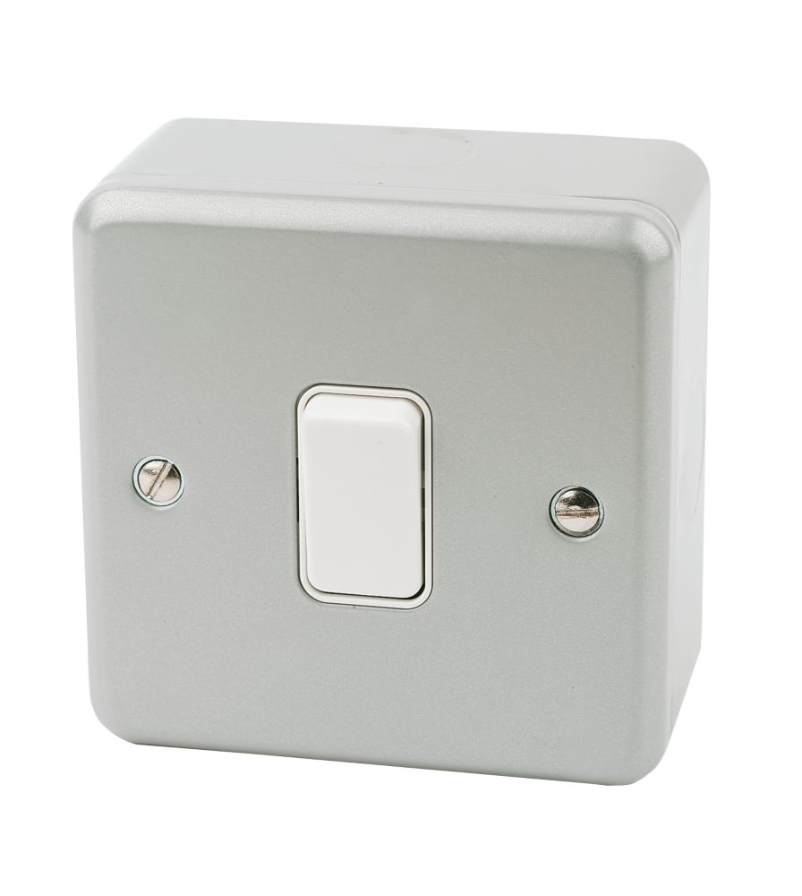 Mk Metalclad Plus 10ax 1 Gang 2 Way Light Switch Grey With White Inserts Metal Clad Switches Screwfix Com