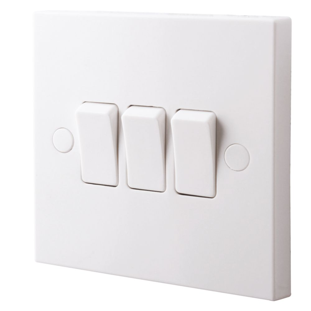 British General 900 Series 10ax 3 Gang 2 Way Light Switch White Switches Sockets Screwfix Com