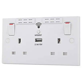 British General 2G 13A SP Switched Wi-Fi Extender Socket + 2 1A 1-Outlet  USB Charger White